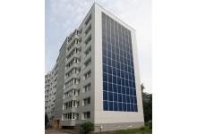 Saulės elektrinės renovuotiems daugiabučiams namams